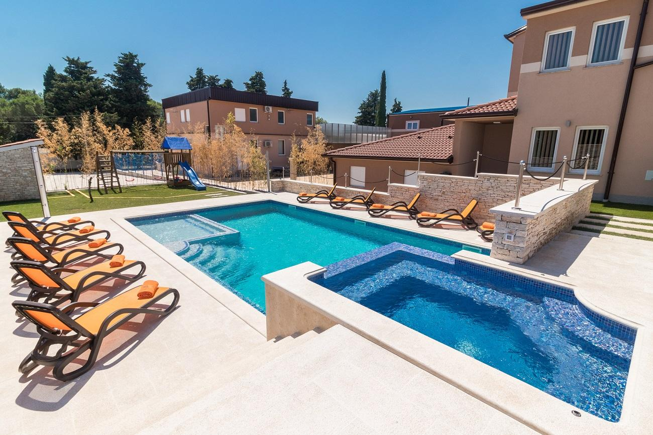 Outdoorküche Mit Kühlschrank Blau : Villa istrien blaue adria ferienwohnungen und ferienhäuser