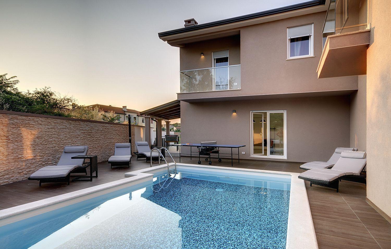 villa 876 istrien blaue adria ferienwohnungen und. Black Bedroom Furniture Sets. Home Design Ideas
